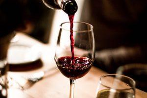 Read more about the article สิ่งที่ควรจะรู้ก่อนจะดื่มไวน์แดง