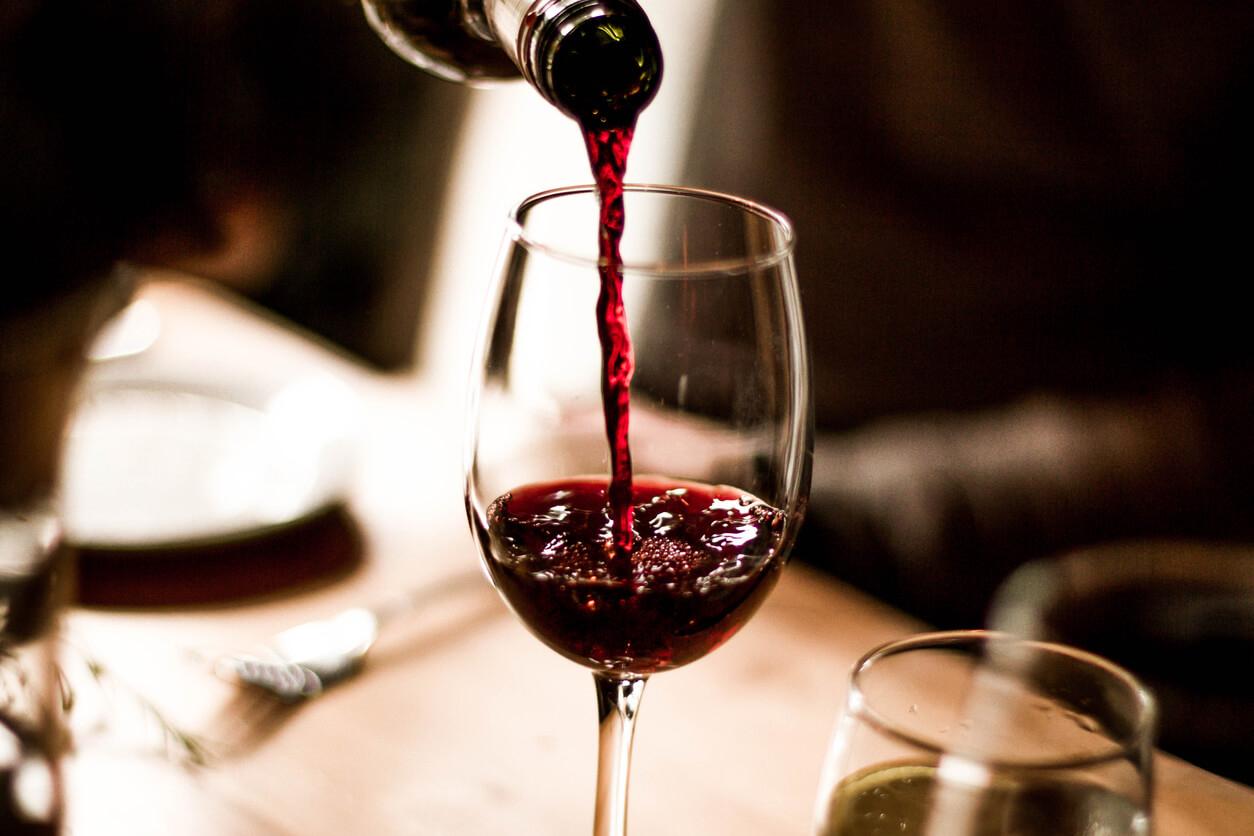 สิ่งที่ควรจะรู้ก่อนจะดื่มไวน์แดง